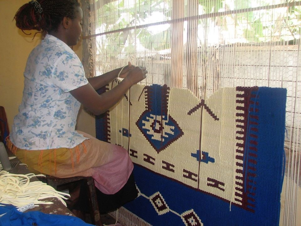 Rug weaving at TEXFAD